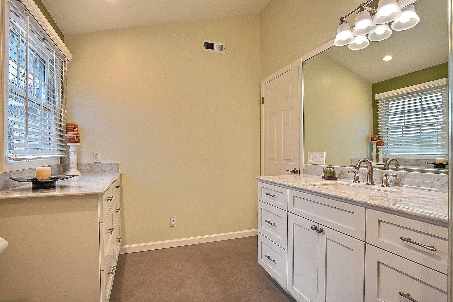 light bathroom colors
